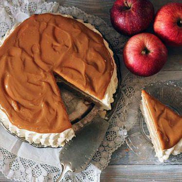 Tårta med äpple och kola