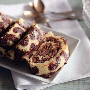 mönstrad rulltårta med choklad