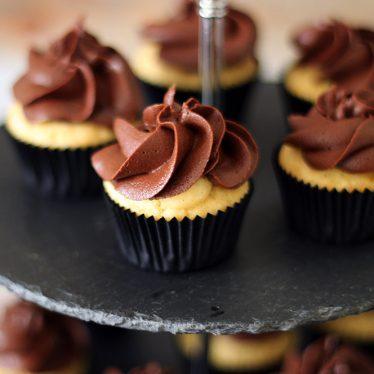 små Boston Cream Cupcakes